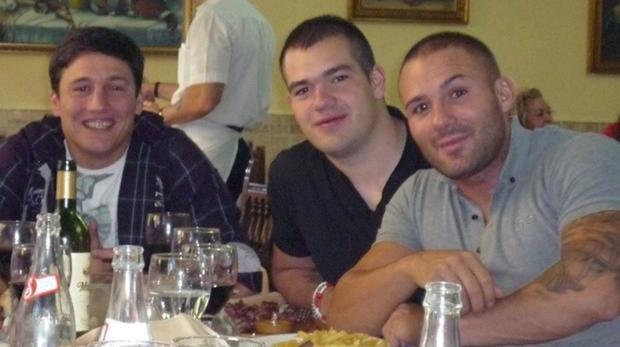 De izquierda a derecha, el Troll, Alberto Garvi Pinilla y el Niño Sáez