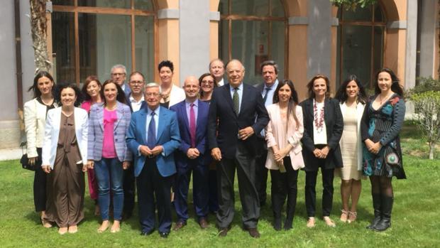 Miembros de la Academia con Rafael Ansón y Carlos Falcó