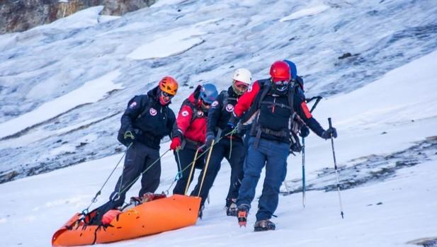 Imagen del rescate del cadáver en los Andes