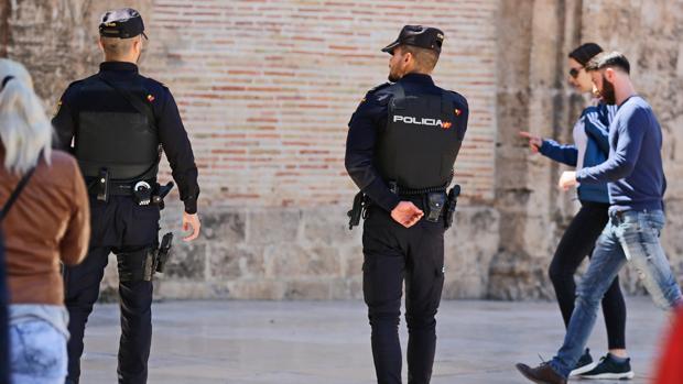 Imagen de archivo de dos agentes de Policía en Valencia