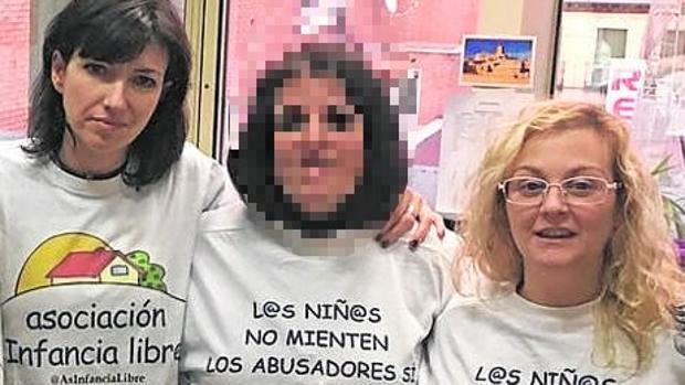 Patricia González (izquierda) y María Sevilla (derecha), imputadas por el secuestro de sus hijos
