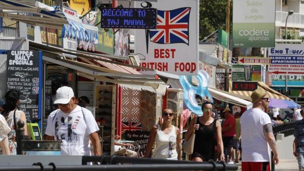 El Cermi denuncia al pub de Benidorm que oferta el alquiler de personas con enanismo
