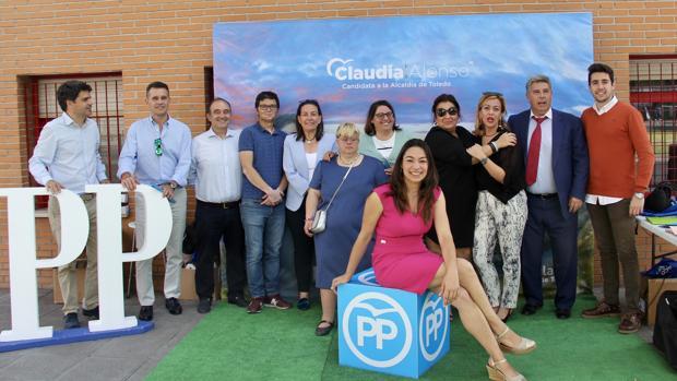 Claudia Alonso, en el stand informativo que el PP ha instalado en Palomarejos