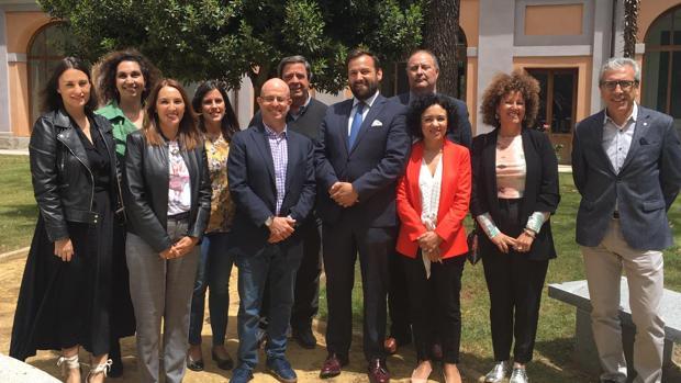 El consejero delegado de Puy du Fou España con la Academia en la UCLM