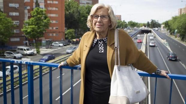 La alcaldesa de Madrid, Manuela Carmena, ayer, en un acto en la plaza Elíptica