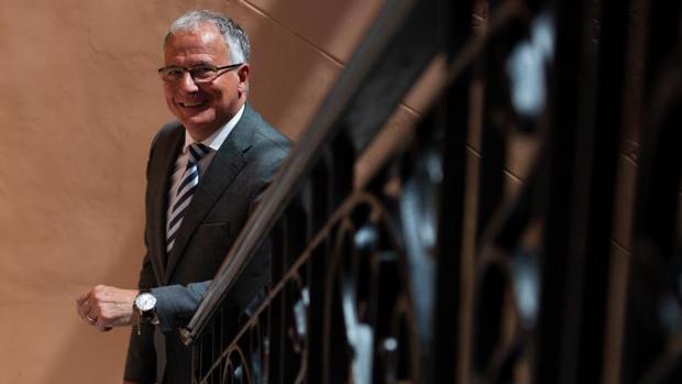 Josep Bou: «Lo primero que haría como alcalde sería restituir el busto del Rey en el Pleno»