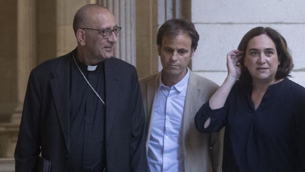 La alcaldesa de Barcelona, ada Colau, y el Cardenal-arzobispo de la Ciudad Condal, Juan José Omella