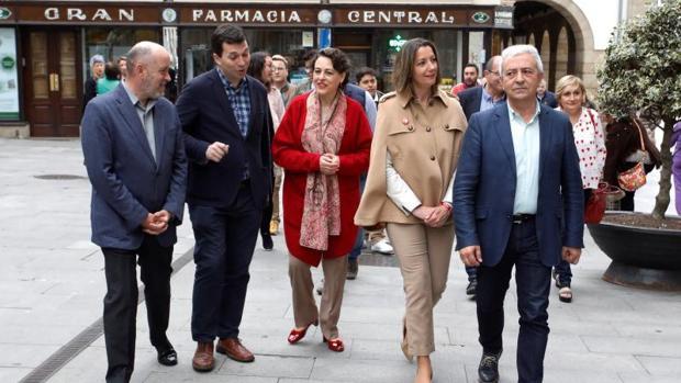 Los dirigentes socialistas recorren la lucense Rúa da Raíña