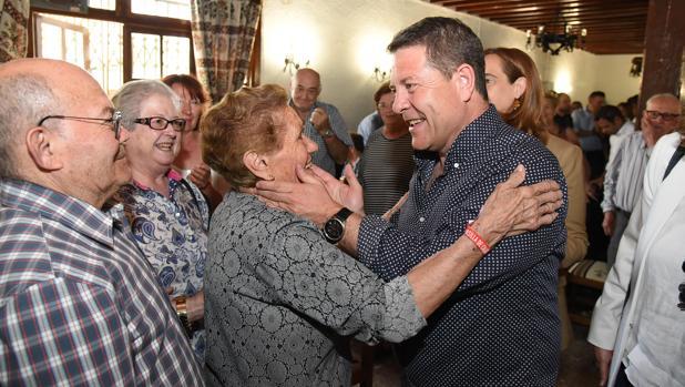 El candidato, con colectivos de mayores en Argamasilla de Calatrava (Ciudad Real)