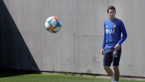 Imagen de Parejo durante un entrenamiento del Valencia