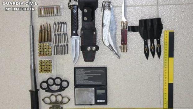 Armas halladas en la casa del detenido