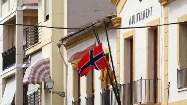 La bandera noruega ondeando en otro municipio alicantino con muchos residentes de este país, Alfaz del Pi