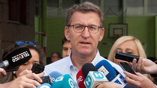 Núñez Feijóo, a su salida del colegio electoral tras ejercer su derecho al voto este domingo en Vigo