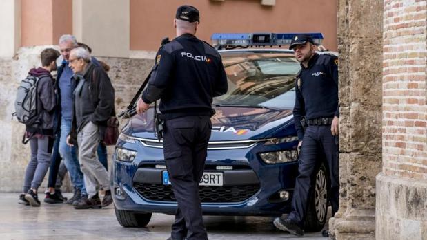 Una patrulla de la Policía Nacional en Valencia