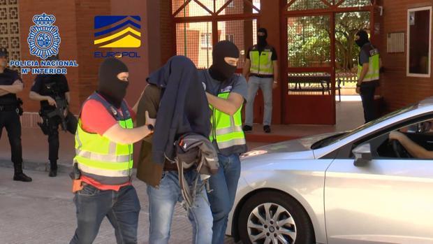 """Pedro Sánchez quiere convertir a España en """"un país de acogida de refugiados"""" Yihadista-detenido-policia-knoB--620x349@abc"""