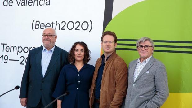 La presidenta del Palau en funciones, Gloria Tello, junto al director, Vicent Ros, el subdirector Manuel Muñoz y el director de la Orquesta de València, Ramón Tebar