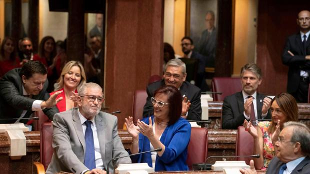El pacto cruzado da la Presidencia del parlamento murciano a Cs y la primera secretaría a Vox