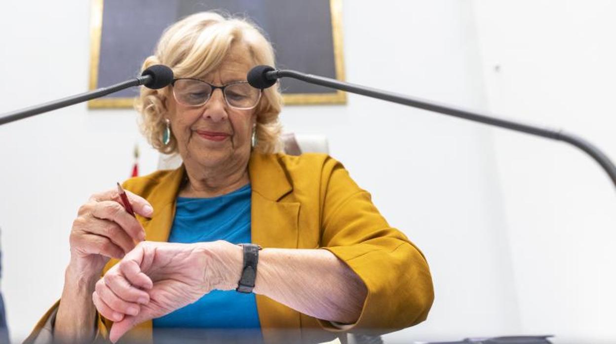 Carmena dice en su último pleno que no se sacrificará por Villacís para convertirla en alcaldesa