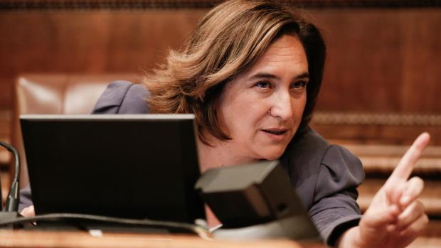 Ada Colau durante el último pleno del mandato