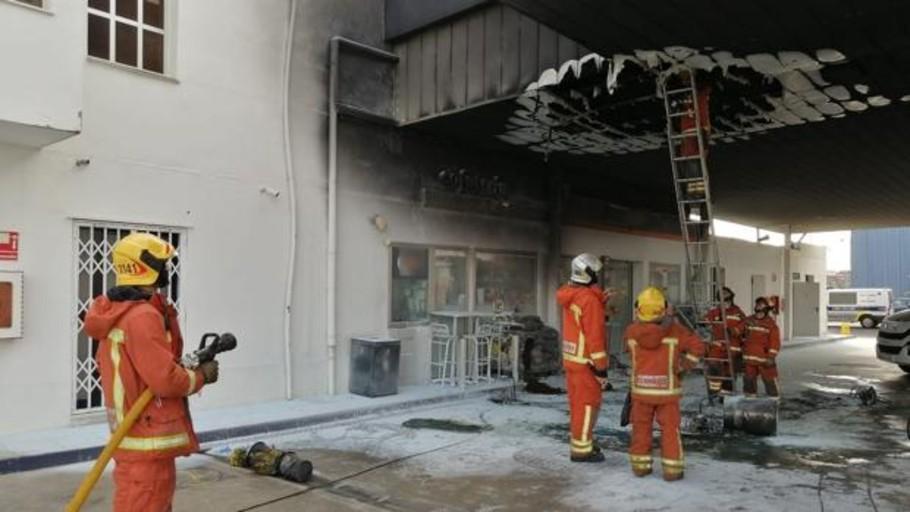 Un hombre sufre quemaduras en medio cuerpo en el incendio de una gasolinera en Quart de Poblet