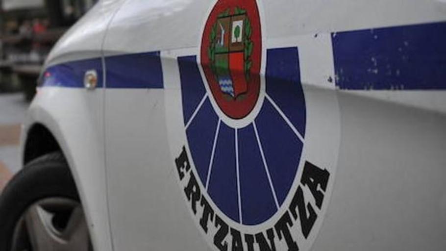 Un joven atropella a su exnovia y a la amiga de esta en el municipio vizcaíno de Sopelana