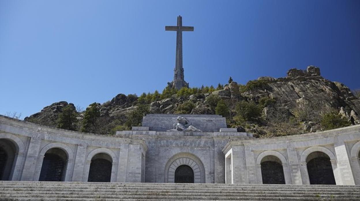 Nuevo golpe al Gobierno: desestimada la recusación del juez que suspendió obras para exhumar a Franco
