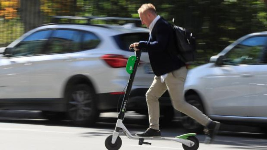 Detenido por conducir sin carnet un patinete con «caracterísitcas de ciclomotor»