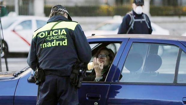 Carmena activó las multas a todos los vehículos en Madrid Central tras perder el Gobierno