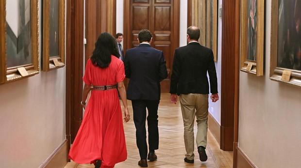 Casado coincide con las exigencias de Rivera pero mantiene el «no» a Sánchez
