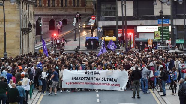 La joven violada durante tres días en un piso de Bilbao intenta suicidarse