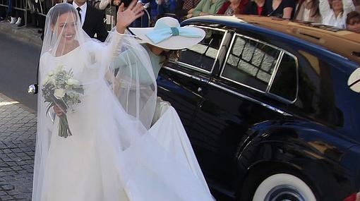 Eva radiante a la llegada de la Iglesia,