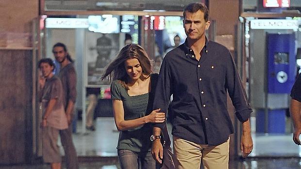 Don Felipe y Doña Letizia siguen cultivando su afición por el cine, como en esta foto de agosto de 2011