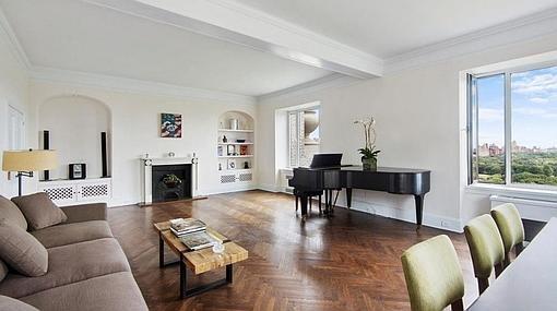 Otra vista del salón del lujoso apartamento neoyorquino