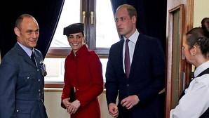 Los Duques de Cambridge en una visita a una base de la RAF en Gales, el pasado 18 de febrero