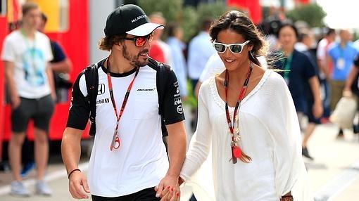Fernando Alonso y Lara Álvarez en el Premio de Hungría en julio de 2015