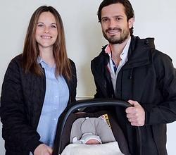 Carlos Felipe y Sofía de Suecia con el pequeño Alexander
