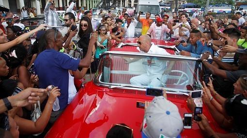 El actor Vin Diesel a su llegada al Paseo del Prado de La Habana