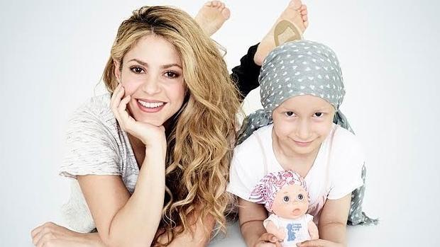 bb13d53b La cara más solidaria de Shakira con niños enfermos de cáncer