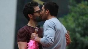 Miguel Ángel Silvestre y el beso de la discordia con su compañero de reparto
