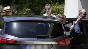 A la llegada al chalé de la infanta Pilar en la urbanización Sol de Mallorca, donde se celebró un almuerzo por su 80 cumpleaños
