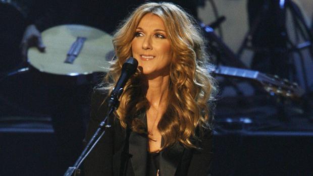 23f562d684e Gente estilo Celine Dion durante una presentación en Los Ángeles