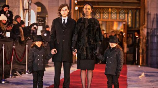 Celine Dion con sus tres hijos en el funeral de su esposo Rene Angelil