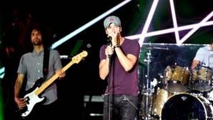 Enrique Iglesias durante uno de sus conciertos