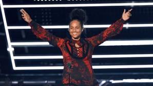 Alicia Keys sigue sin querer maquillarse y acude a los premios MTV con la cara lavada