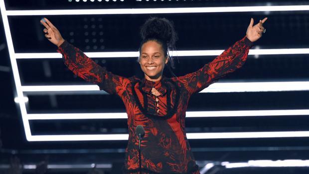 Alicia Keys se ha convertido en la abanderada de las mujeres que no quieren lucir maquillaje