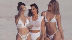 Kim Kardashian posando para una foto en las playas mexicanas