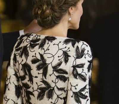 La Reina lució un modelo de Felipe Varela el Día de la Hispanidad