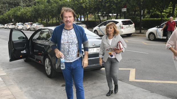Bigote Arrocet y María Teresa Campos, a su llegada al hotel de Málaga