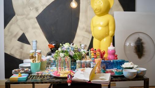 Una mesa abarrotada de dulces fue el punto principal de la fiesta