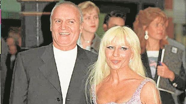 Versace dos dec das despu s de la muerte de gianni for Biografia de donatella versace